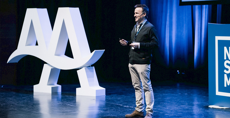 angulas aguinaga escenario design move branding